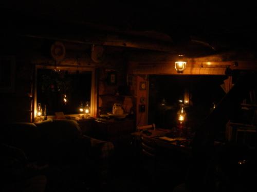 homestead lamplight