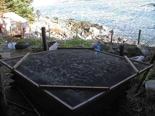 The new compost lid (Photo: Mark A. Zeiger).