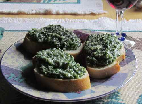 Chive pesto on french bread! (Photo: Mark A. Zeiger).
