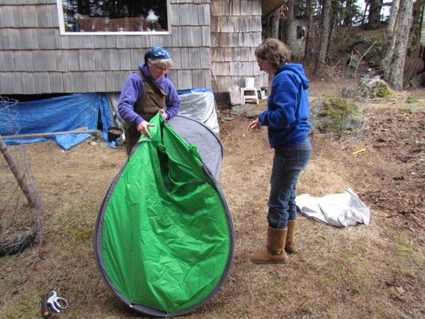 Closing pop-up tent
