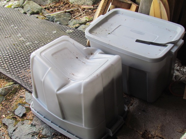 bear damage: caved-in tote